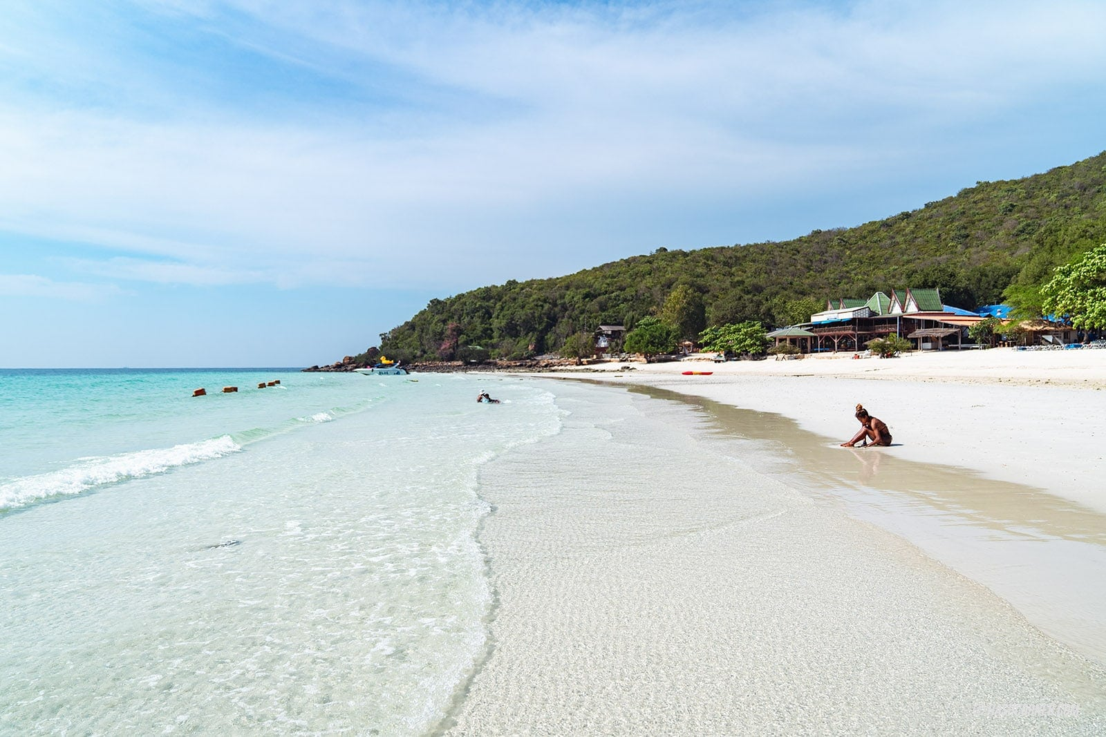 รีวิว เกาะล้าน x พัทยา : 13 ชายหาด-คาเฟ่ สุดปัง!